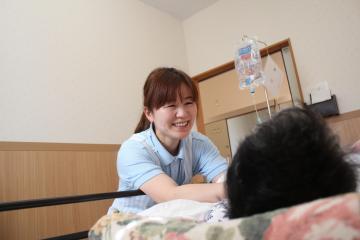 株式会社ひだまり/医療サービス付住宅 くすのきハイツ 【北区楠】常勤介護スタッフ 24時間常駐の看護師と連携を図りながらターミナルケアを提供します